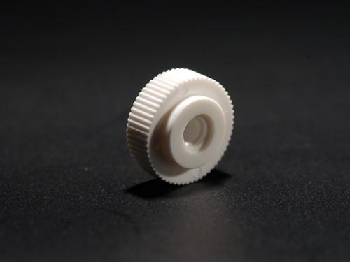 Rändelmutter Ø 15 mm für M4 Gewinde | Mutter für Saugnäpfe | weiß
